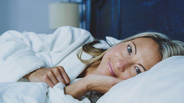 16 πράγματα που μπορείς να κάνεις πριν πέσεις στο κρεβάτι για να έχεις έναν τέλειο ύπνο