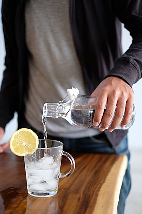 Τι θα συμβεί στο σώμα σου αν αντικαταστήσεις τα αναψυκτικά με ανθρακούχο νερό