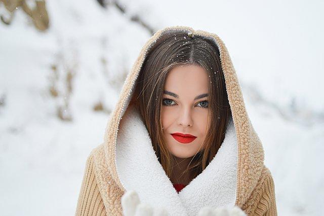 Κόκκινο κραγιόν: Ποια απόχρωση σου ταιριάζει ανάλογα με την ηλικία και τα χείλη σου