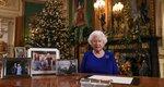Το μήνυμα της βασίλισσας και η κορνίζα-γίγαντας των Cambridges