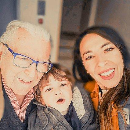 Ο Κώστας Βουτσάς παίζει με τον γιο του, Φοίβο και η Αλίκη Κατσαβού... λιώνει [video]