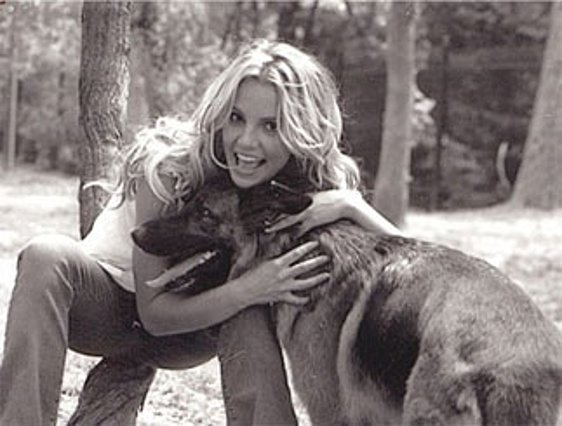 Εκτός απ' την αγάπη της στον χορό, η Μπρίτνεϊ έχει μεγάλη αδυναμία και στους σκύλους.