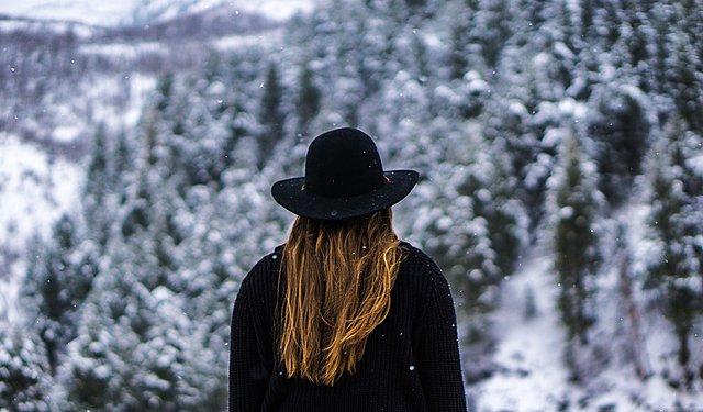 Οι λόγοι που προκαλούν ξηροδερμία στο τριχωτό της κεφαλής τον χειμώνα