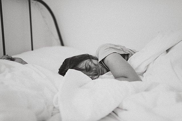 Τι συμβαίνει στο σώμα σου αν κοιμάσαι μισή ώρα νωρίτερα ή αργότερα από ότι συνήθως