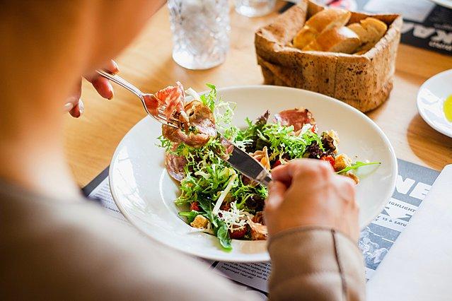 Οι 5 τροφές που πρέπει να καταναλώνεις περισσότερο μετά τα 50