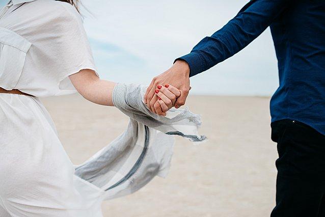 Αυτοί είναι οι λόγοι για τον οποίο σου αρέσει να περπατάς χέρι-χέρι με τον σύντροφο σου