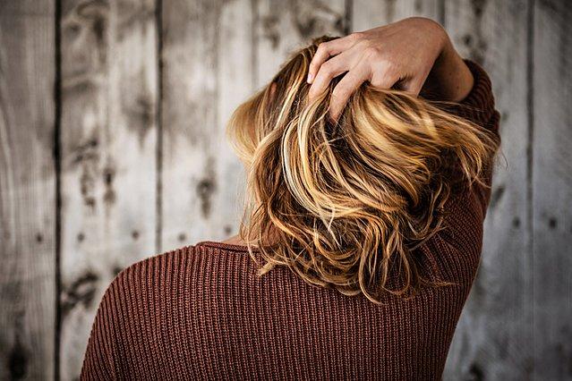 DIY: Η μάσκα για ξηρά μαλλιά που θα σε σώσει (είναι και κατά της φαγούρας)