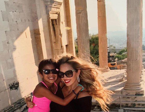 <p>Η φωτογραφία της Vanessa με την Gigi είναι από το ταξίδι της οικογένειας στην Ελλάδα το 2014</p>