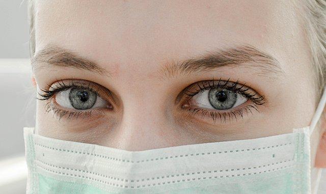 Γρίπη και κορωνοϊός: Οι οδηγίες του Υπουργείου Υγείας για τη σωστή χρήση της μάσκας