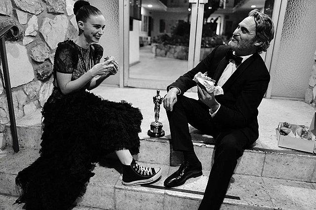 Oscars 2020: Η πιο όμορφη φωτογραφία της βραδιάς τραβήχτηκε μετά την τελετή