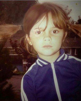 Quiz: Αναγνωρίζεις ποια διάσημη βρετανίδα είναι η μικρούλα της φωτογραφίας;