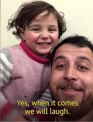 Το βίντεο με τη μικρούλα από τη Συρία που γελά με τις βόμβες θα σε κάνει να δακρύσεις