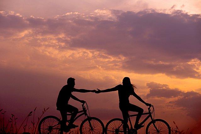 Έχετε πέσει σε ρουτίνα σα ζευγάρι; Αυτές είναι οι δραστηριότητες που θα σας ανανεώσουν