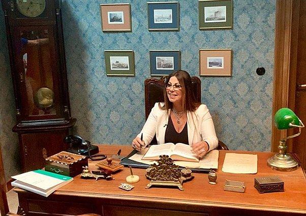 «Άγριες Μέλισσες»: Τι δουλειά έχει η Άντζελα Δημητρίου στο γραφείο του Δούκα Σεβαστού;