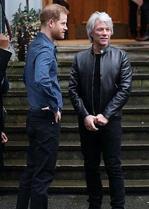Ο πρίγκιπας Harry σε ντουέτο με τον Jon Bon Jovi