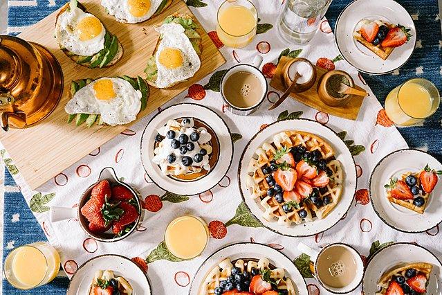 Ένα πλούσιο πρωινό μπορεί να σε βοηθήσει να κάψεις διπλάσιες θερμίδες καθημερινά