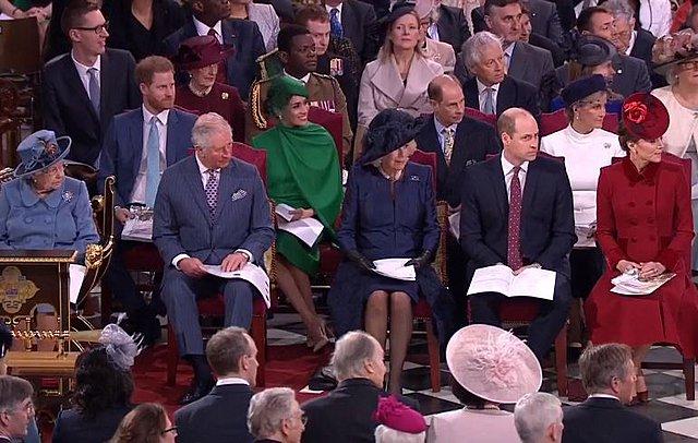 Μήπως η βασίλισσα σνόμπαρε δημόσια τους Cambridges υπέρ των Sussexes και δεν το πήρε είδηση κανείς;
