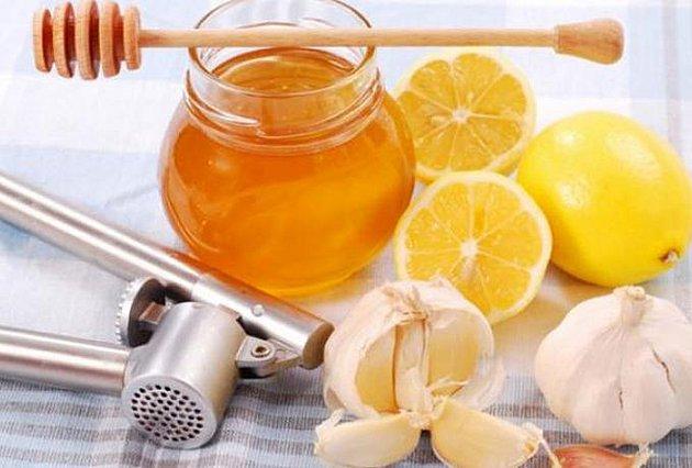Φυσικό αντιβιοτικό με σκόρδο, λεμόνι και μέλι….