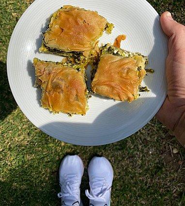 Κρητική σπανακόπιτα από την Ελένη Πετρουλάκη: Βάλ' τη στο πρόγραμμα για την ερχόμενη εβδομάδα