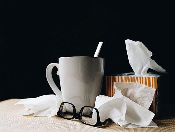 Οι διαφορές ανάμεσα στην αλλεργία και τον κορονοϊό