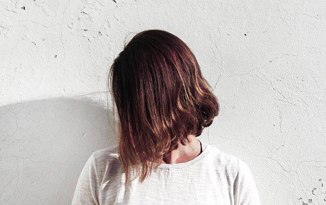 Θέλεις κούρεμα; Δοκίμασε να κόψεις τα μαλλιά μόνη σου στο σπίτι - Οδηγίες για κάθε τύπο μαλλιού