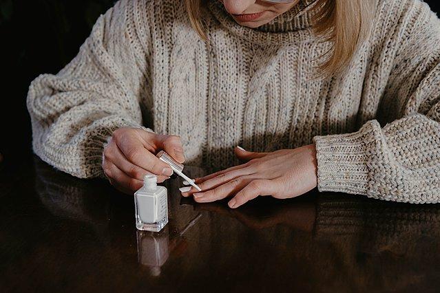 Βάφεις τα νύχια σου μόνη σου; Να τι πρέπει να προσέξεις