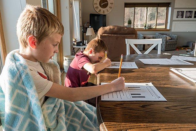 Διαβάζεις με τα παιδιά στο σπίτι; Τρεις συμβουλές για να κάνεις πιο εύκολο το ημερήσιο πρόγραμμα τους