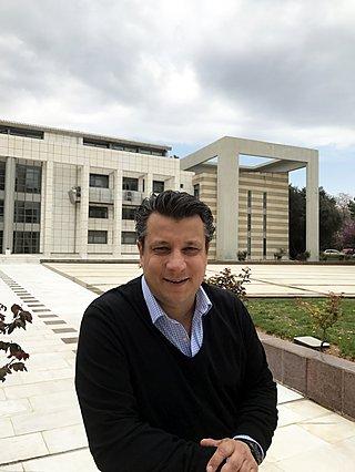 Μανώλης Δερμιτζάκης: «Θα χαλαρώσουν στα μέσα Μαΐου τα μέτρα αλλά θα υπάρχουν και πάλι περιορισμοί για να κερδίσουμε χρόνο να βρούμε το φάρμακο»