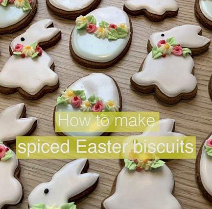 Πικάντικα πασχαλινά μπισκότα: Η βασίλισσα Ελισάβετ αποκάλυψε την αγαπημένη της συνταγή για το Πάσχα