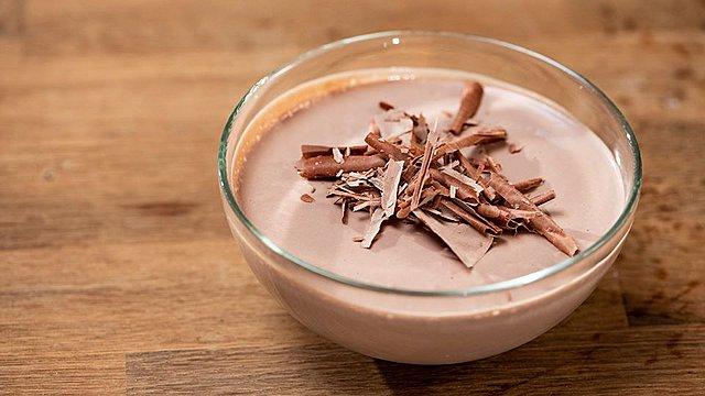 Φτιάξε την πιο λαχταριστή μους σοκολάτα με 4 υλικά που έχεις πάντα στην κουζίνα σου