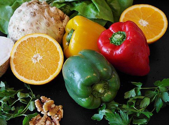 6 τρόφιμα (εκτός από το πορτοκάλι) που είναι πλούσια σε βιταμίνη C