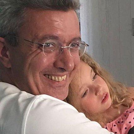 Νίκος Χατζηνικολάου: Η κυριακάτικη βόλτα με την κόρη του Εύα και η… καταγγελία!