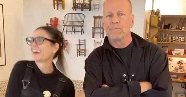 Demi Moore και Bruce Willis: Ο τρελός χορός των  πρώην  και το εσώρουχο της μικρής τους κόρης [video]
