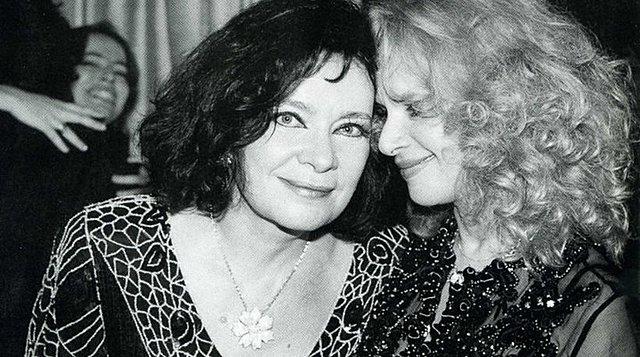 «H Αλίκη Βουγιουκλάκη και η Τζένη Καρέζη πέθαναν πολύ νέες γιατί δεν λογάριαζαν τον εαυτό τους...»