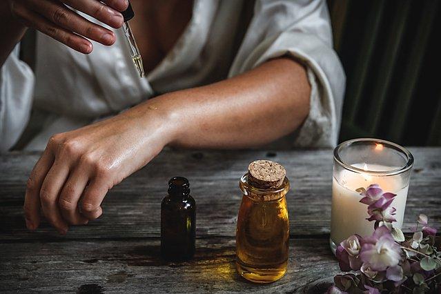 Αμυγδαλέλαιο και καστορέλαιο: Πώς και σε ποια σημεία μπορείς να τα χρησιμοποιήσεις