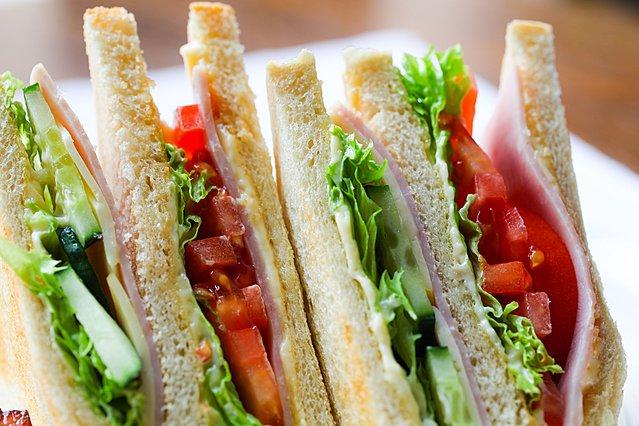 Πόση ώρα μπορεί να διατηρηθεί ένα σάντουιτς εκτός ψυγείου