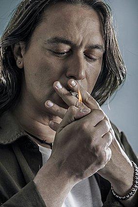 Γιάννης Κότσιρας: Η ιστορία πίσω από το θρυλικό  Τσιγάρο  του