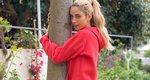 Γιατί αγκαλιάζει αυτό το δέντρο η Δούκισσα Νομικού; Η ξεχωριστή ιστορία του