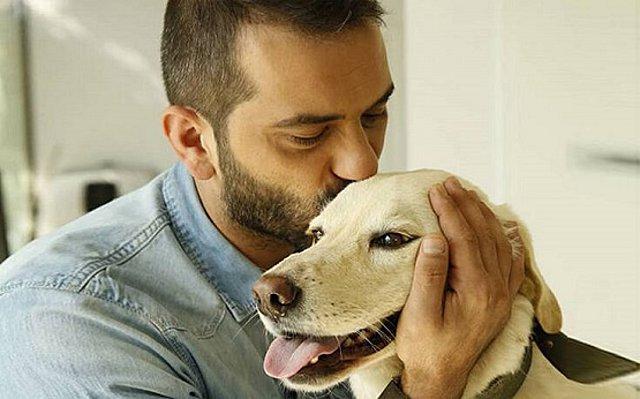 Νέο δυνατό μήνυμα αγάπης από Κουτσόπουλο για τα σκυλάκια που εγκαταλείφθηκαν:  Μάσκα δεν έχω να γυρνώ !