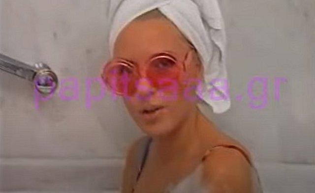 Αννίτα Πάνια: Όταν η βασίλισσα του Tik tok έδωσε συνέντευξη μέσα από το μπάνιο! [Βίντεο]