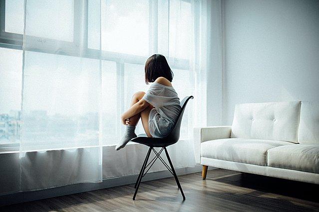 Μοναξιά: Οι επιπτώσεις στην ψυχική και σωματική υγεία σου και πώς να την καταπολεμήσεις