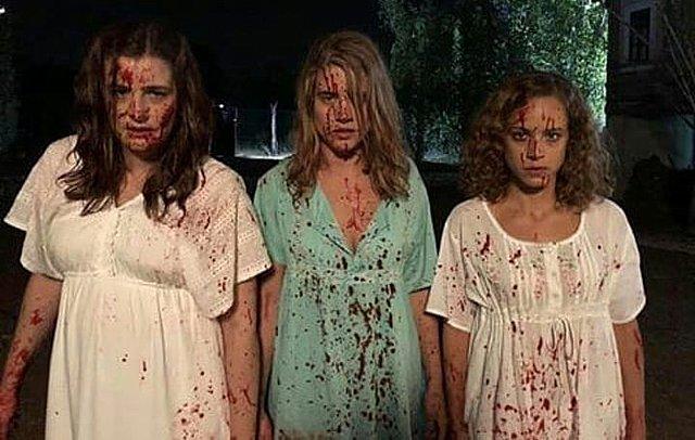 <p>Οι αδελφές Σταμίρη έχοντας μόλις σκοτώσει τον Σέργιο. Κάπως έτσι ξεκίνησαν όλα.</p>