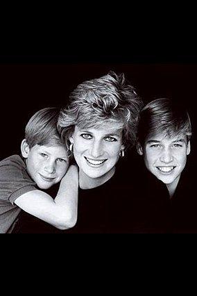 <p>Η πριγκίπισσα Diana και οι γιοι της μέσα από τον φακό του Mario Testino</p>