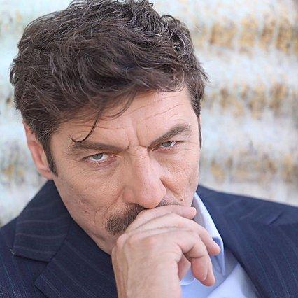 Γιάννης Στάνκογλου: Ο  Θωμάς Κυπραίος  φεύγει, ο  Αποστόλης  έρχεται - Αγνώριστος στον νεό του ρόλο
