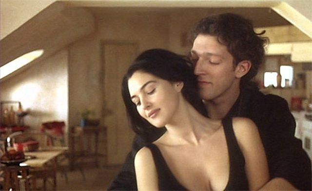 """<p>Monica Bellucci Vincent Cassel στην ταινία """"L' appartement"""" (1996)</p>"""