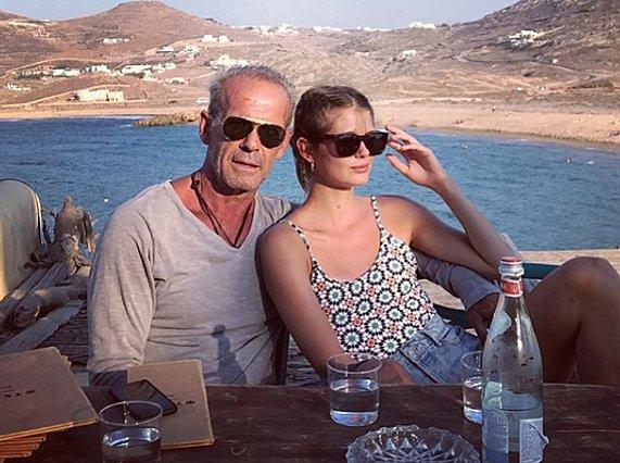 Ο Πέτρος Κωστόπουλος εξηγεί πώς έγινε το ατύχημα της κόρης του - Η Τζένη Μπαλατσινού στο πλευρό της