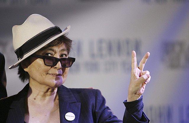 Η αμφιλεγόμενη Γιόκο Όνο είναι η εμπνεύστρια της έκθεσης.