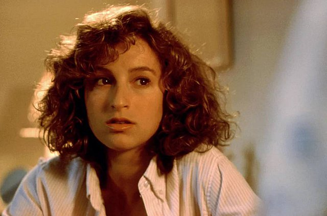 Η Jennifer Grey χώρισε ύστερα από 19 χρόνια γάμου - Ξέρεις ποιος πρωταγωνιστής των Avengers ήταν ο  πρώην  της;