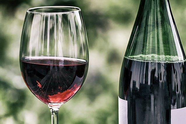 Κόκκινο κρασί: Πώς να το αποθηκεύσεις σωστά στο ψυγείο ή στην κατάψυξη