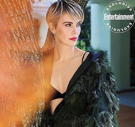 Charlize Theron: Φωτογραφίζεται μόνη της για εξώφυλλο περιοδικού
